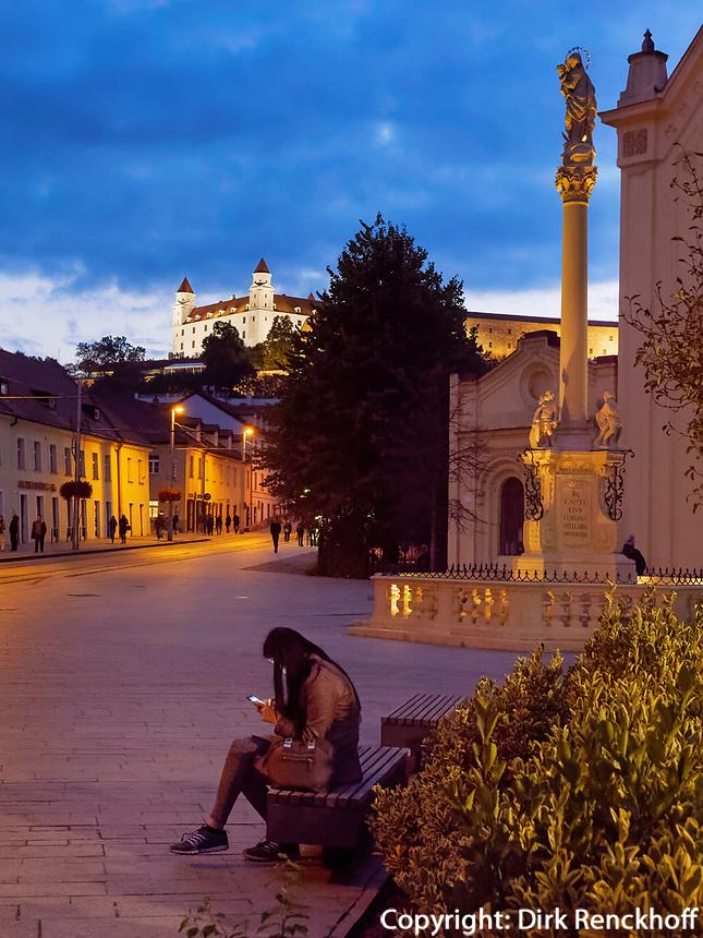 Kapuzinerkirche, Mariensäule und Burg in Bratislava, Bratislavsky kraj, Slowakei, Europa<br /> Capuchin's church, Marian column and castle, Bratislava, Bratislavsky kraj, Slovakia, Europe