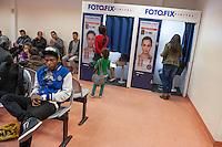 """Die """"Zentrale Aufnahmeeinrichtung des Landes Berlin fuer Asylbewerber"""" (ZAA) des Berliner Landesamt fuer Gesundheit und Soziales (LaGeSo) in der Turmstrasse 21 in Berlin-Moabit. Hier werden alle in Berlin ankommenden Fluechtlinge registriert und bekommen eine Erstversorgung. In dieser Erstaufnahmestelle werden sie auf die vom Land bereitgestellten Unterkuenfte verteilt.<br /> Im Bild: Wartende Fluechtlinge und ein Fotoautomat, in dem Fotos fuer die benoetigten Dokumente angefertigt werden koennen.<br /> 24.9.2014, Berlin<br /> Copyright: Christian-Ditsch.de<br /> [Inhaltsveraendernde Manipulation des Fotos nur nach ausdruecklicher Genehmigung des Fotografen. Vereinbarungen ueber Abtretung von Persoenlichkeitsrechten/Model Release der abgebildeten Person/Personen liegen nicht vor. NO MODEL RELEASE! Don't publish without copyright Christian-Ditsch.de, Veroeffentlichung nur mit Fotografennennung, sowie gegen Honorar, MwSt. und Beleg. Konto: I N G - D i B a, IBAN DE58500105175400192269, BIC INGDDEFFXXX, Kontakt: post@christian-ditsch.de<br /> Urhebervermerk wird gemaess Paragraph 13 UHG verlangt.]"""