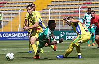 BOGOTÁ - COLOMBIA, 26-01-2019: Hansel Zapata (Izq.) jugador de La Equidad  disputa el balón con Michael lopez(Der.) jugador del  Atlético Huila durante partido por la fecha 1 de la Liga Águila I 2019 jugado en el estadio Metropolitano de Techo de la ciudad de Bogotá. / Hansel Zapata (L) player of La Equidad fights the ball  against of Michael lopez (R) player of Atletico Huila during the match for the date 1 of the Liga Aguila I 2019 played at the Metroplitano de Techo  stadium in Bogota city. Photo: VizzorImage / Felipe Caicedo / Staff.