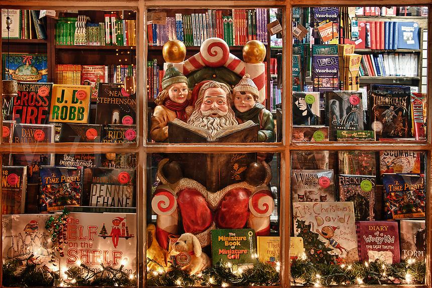 Holiday bookstore window, Peddlers Village, Lahaska, Pennsylvania, PA, USA