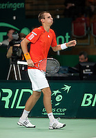07-05-10, Tennis, Zoetermeer, Daviscup Nederland-Italie, Thiemo se Bakker strompelt naar de bank nadat hij in de tweede set is gevallen