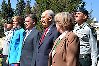 JERUSALEN -ISRAEL, 10-06-2013 Juan Manuel Santos, presidente de Colombia, durante su visita oficial a su homólogo  de Israel, Shimon Peres en la ciudad de Jerusalén./ Juan Manuel Santos, President of Colombia, during his official visit to to his counterpart in Israel, Shimon Peres, in the Jerusalen city.  Photo: VizzorImage/ Javier Casella- SIG /HANDOUT PICTURE; MANDATORY EDITORIAL USE ONLY/ NO SALES/ NO MARKETING