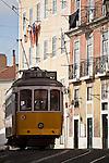 Alte Straßenbahn (Linie 28) in Lissabon, Portugal