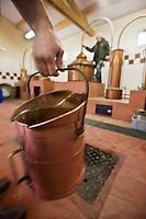 Europe/France/Aquitaine/24/Dordogne/Villamblard: Distillerie Clovis Reymond - Distillation alcool de fruit de poire William