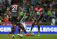 MEDELLÍN -COLOMBIA-22-MAYO-2016. Orlando Berrio (Izq.) de Atlético Nacional  disputa el balón con Yerry Mina (Der.) de Santa Fe   durante partido por la fecha 19 de Liga Águila I 2016 jugado en el estadio Atanasio Girardot ./ Orlando Berrio (L) of Atletico Nacional  for the ball with Yerry Mina (R) of Santa Fe during the match for the date 19 of the Aguila League I 2016 played at Atanasio Girardot  stadium in Medellin . Photo: VizzorImage / León Monsalve  / Contribuidor