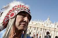 Un nativo americano attende l'inizio della cerimonia di canonizzazione di Kateri Tekakwitha, insieme ad altri sei nuovi santi, in Piazza San Pietro, Citta' del Vaticano, 21 ottobre 2012..A Native American Indian looks on in St. Peter square prior to take part in a canonization ceremony at the Vatican, 21 October 2012. Kateri Tekakwitha, a 17th-century Mohawk Indian who spent most of her life in what is now upstate New York, was declared a saint along with six others in a ceremony attended by the Pope..UPDATE IMAGES PRESS/Riccardo De Luca.NO USA SALES