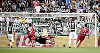 Calcio, Serie A: Torino, Allianz Stadium, 19 agosto 2017. Cagliari's Diego Farias (r) has a penalty saved by Juventus' goalkeeper Gianluigi Buffon during the Italian Serie A football match between Juventus and Cagliari at Torino's Allianz Stadium, August 19, 2017.<br /> UPDATE IMAGES PRESS/Isabella Bonotto