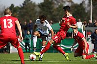 Etienne Amenyido (Deutschland, Borussia Dortmund) gegen Erhan Masovic (Serbien) - 25.03.2017: U19 Deutschland vs. Serbien, Sportpark Kelsterbach