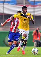 MONTEVIDEO - URUGUAY - 27-01-2015: Luis Orejuela (Der.) jugador de Colombia, disputa el balón Wilson Ayala (Izq.) de Paraguay, durante partido del Sudamericano Sub 20 entre los seleccionados de Colombia y Paraguay en el estadio Centenario de la ciudad de Montevideo. / Luis Orejuela (R) player of Colombia, fights for the ball with Wilson Ayala (L) player of Paraguay, during the match for the Sudamericano U 20 between the teams of Colombia and Paraguay in the Centenario stadium in Montevideo city,  Photo: Andres Gomensoro  / Photosport / VizzorImage.