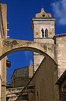 Europe/France/Corse/2A/Corse-du-Sud/Bonifacio: L'église Sainte Marie Majeure et ses arcs boutants