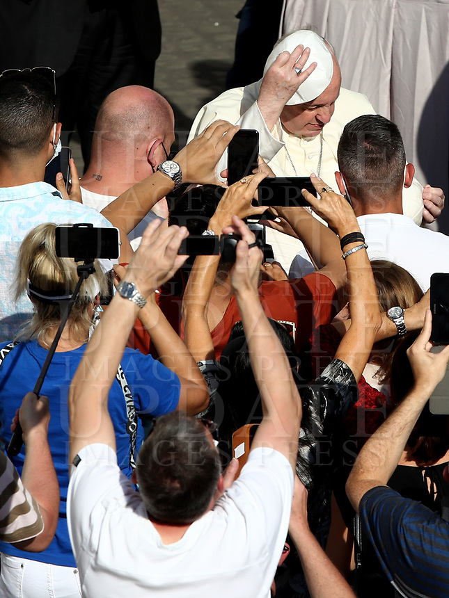 Pope Francis holds a skull cap as he arrives to hold a limited public audience at the San Damaso courtyard in The Vatican on September 9, 2020 during the COVID-19 infection, caused by the novel coronavirus.<br /> UPDATE IMAGES PRESS/Isabella Bonotto<br /> <br /> STRICTLY ONLY FOR EDITORIAL USE