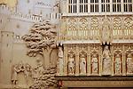 """Foto: VidiPhoto<br /> <br /> HAARZUILENS – In het grootste kasteel van ons land, De Haar in Haarzuilens, is de hand van de beroemde rijksbouwmeester Pierre Cuypers duidelijk zichtbaar. """"Dolle torens en dramatische daken."""" Zo werd zijn werk door tijdgenoten van de architect omschreven. Bij De Haar resulteerde dat in een middeleeuws sprookjeskasteel. Bezoekers van het beroemde neogotische slot kunnen er de komende maanden niet omheen. In de expositie """"Torendolheid"""" gaat alle aandacht uit naar Pierre Cuypers en zijn voorliefde voor de Middeleeuwen. Foto: Het Chateau d' Amour, een beeldhouwwerk in de wand van de balzaal waarop een ridder te zien is die een jonkvrouw uit een toren bevrijdt om met haar te kunnen trouwen."""