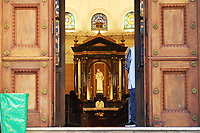 SÃO PAULO, SP, 03.06.2021 - IMAGEM-SP - Padre celebra missa na Igreja de São Luiz Gonzaga, na Avenida Paulista, nesta quinta-feira, 3, feriado de Corpus Christi. (Foto Charles Sholl/Brazil Photo Press)