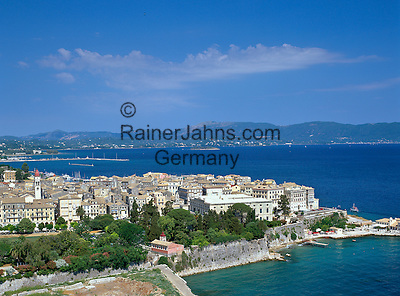 Greece, Corfu, Corfu-Town (Kerkyra): View of Old Town and Bay | Griechenland, Korfu, Korfu-Stadt (Kerkyra): Blick ueber die Altstadt und die Bucht