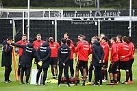 Besprechung vor dem Training - 10.10.2017: Eintracht Frankfurt Training, Commerzbank Arena