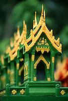 Thaïlande/Ile de Ko Samui/Hua Tanon: Petits temples domestiques que les thaïlandais place à l'entrée de leur maison