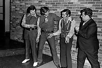 """""""Au vieux bardeau"""" - Les """"Tune up boys""""<br /> , Vers 1970<br /> <br /> Photographe : Jacques Thibault<br /> <br /> - Agence Quebec Presse"""