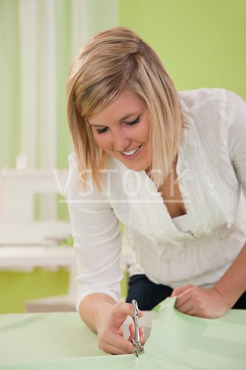 USA, Illinois, Metamora, woman cutting textile