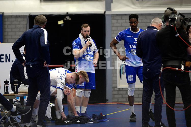 24-04-2021: Volleybal: Amysoft Lycurgus v Draisma Dynamo: Groningen teleurstelling bij Lycurgus speler Eric van der Schaaf en Lycurgus speler Jerome Cross