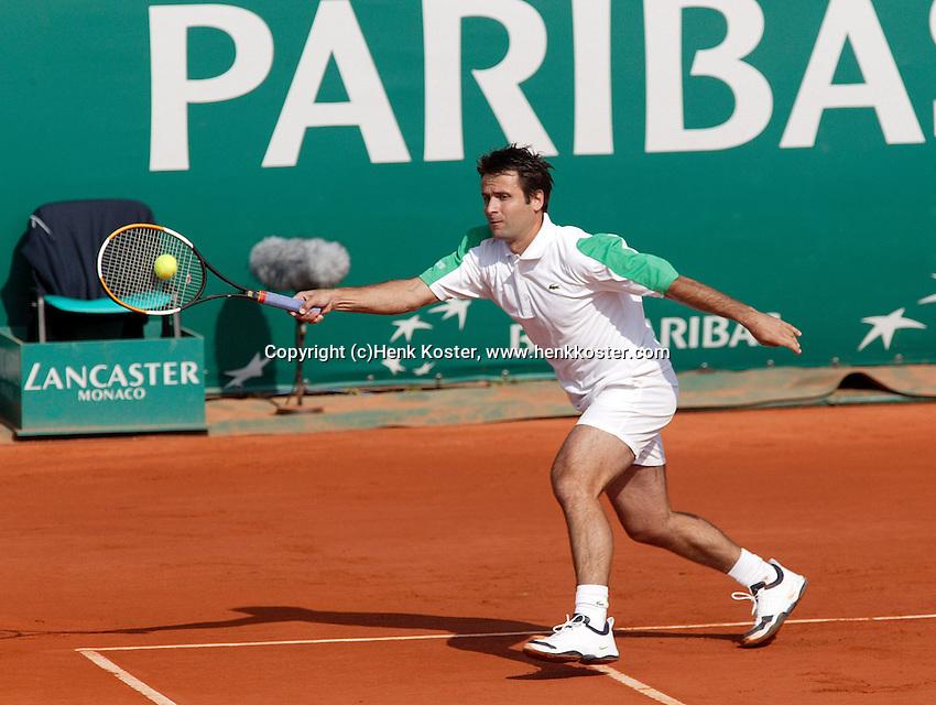 18-4-06, Monaco, Tennis,Master Series, Santoro in action against Berdych