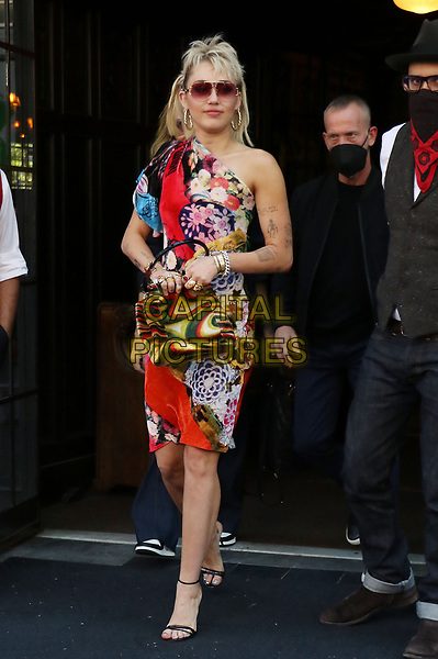 NEW YORK, NY- May 06: Miley Cyrus exiting her hotel on her way to tape her Saturday Night Live appearance in New York City on May 06, 2021 <br /> CAP/MPI/RW<br /> ©RW/MPI/Capital Pictures