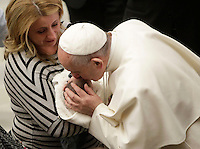 Papa Francesco bacia un bambino al termine dell'Udienza Generale del mercoledi' in aula Paolo VI, Citta' del Vaticano, 11 gennaio 2017.<br /> Pope Francis kisses a child at the end of his weekly general audience in Paul VI Hall at the Vatican on January 11, 2017.<br /> UPDATE IMAGES PRESS/Isabella Bonotto<br /> <br /> STRICTLY ONLY FOR EDITORIAL USE