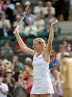 26-6-08, England, Wimbledon, Tennis,  Sharapova   Kudyavtseva in jubilation after defeating  Sharapova