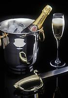 Viticulture Générale/ Seau à champagne, sabre et flute