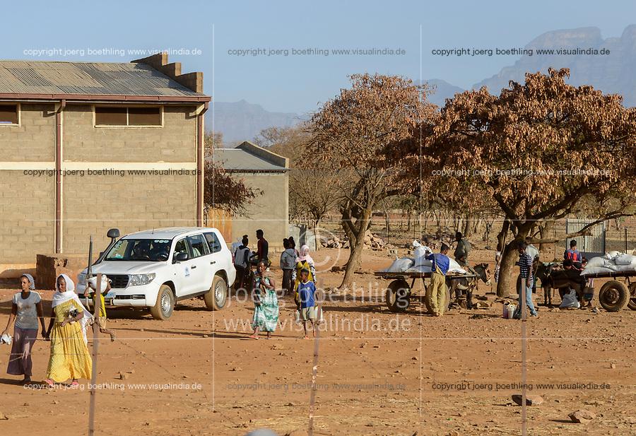 ETHIOPIA, Tigray, Shire, eritrean refugee camp May-Ayni managed by ARRA and UNHCR, WFP food distribution / AETHIOPIEN, Tigray, Shire, Fluechtlingslager May-Ayni fuer eritreische Fluechtlinge, Abholung von Nahrungsmittel Rationen des WFP