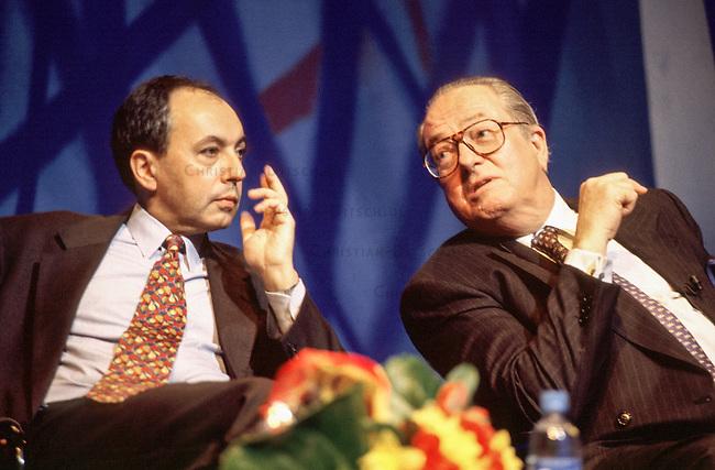 Parteitag des Front National (FN) im franzoesischen Strassbourg.<br /> Hier: Rechts der Parteivorsitzende Jean Marie Le Pen, links der damalige Generaldeligierte Bruno Megret. Mittlerweile ist Megret aus der Le Pen-Partei ausgestiegen und hat seinen eigenen Front National gegruendet.<br /> 29.3.1997, Strassbourg<br /> Copyright: Christian-Ditsch.de<br /> [Inhaltsveraendernde Manipulation des Fotos nur nach ausdruecklicher Genehmigung des Fotografen. Vereinbarungen ueber Abtretung von Persoenlichkeitsrechten/Model Release der abgebildeten Person/Personen liegen nicht vor. NO MODEL RELEASE! Nur fuer Redaktionelle Zwecke. Don't publish without copyright Christian-Ditsch.de, Veroeffentlichung nur mit Fotografennennung, sowie gegen Honorar, MwSt. und Beleg. Konto: I N G - D i B a, IBAN DE58500105175400192269, BIC INGDDEFFXXX, Kontakt: post@christian-ditsch.de<br /> Bei der Bearbeitung der Dateiinformationen darf die Urheberkennzeichnung in den EXIF- und  IPTC-Daten nicht entfernt werden, diese sind in digitalen Medien nach §95c UrhG rechtlich geschuetzt. Der Urhebervermerk wird gemaess §13 UrhG verlangt.]