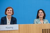 Fraktionsuebergreifend stellten am Montag den 6. Mai 2019 Bundestagsabgeordneten Annalena Baerbock, Bundesvorsitzende Buendnis 90 / Die Gruenen (rechts im Bild); Katja Kipping, Parteivorsitzende der Linkspartei (links im Bild); Christine Aschenberg-Dugnus, gesundheitspolitische Sprecherin der FDP-Bundestagsfraktion; Hilde Mattheis, SPD und Karin Maag, gesundheitspolitische Sprecherin der CDU/CSU-Bundestagsfraktion einen alternativen Gesetzentwurf zur Organspende vor. Im Gegensatz zum Organspendegesetz von Gesundheitsminister Jens Spahn, setzten die Abgeordneten auf Freiwilligkeit zur Organspende und nicht auf die automatische Zustimmung, wenn kein Widerspruch vorliegt.<br /> 6.5.2019, Berlin<br /> Copyright: Christian-Ditsch.de<br /> [Inhaltsveraendernde Manipulation des Fotos nur nach ausdruecklicher Genehmigung des Fotografen. Vereinbarungen ueber Abtretung von Persoenlichkeitsrechten/Model Release der abgebildeten Person/Personen liegen nicht vor. NO MODEL RELEASE! Nur fuer Redaktionelle Zwecke. Don't publish without copyright Christian-Ditsch.de, Veroeffentlichung nur mit Fotografennennung, sowie gegen Honorar, MwSt. und Beleg. Konto: I N G - D i B a, IBAN DE58500105175400192269, BIC INGDDEFFXXX, Kontakt: post@christian-ditsch.de<br /> Bei der Bearbeitung der Dateiinformationen darf die Urheberkennzeichnung in den EXIF- und  IPTC-Daten nicht entfernt werden, diese sind in digitalen Medien nach §95c UrhG rechtlich geschuetzt. Der Urhebervermerk wird gemaess §13 UrhG verlangt.]