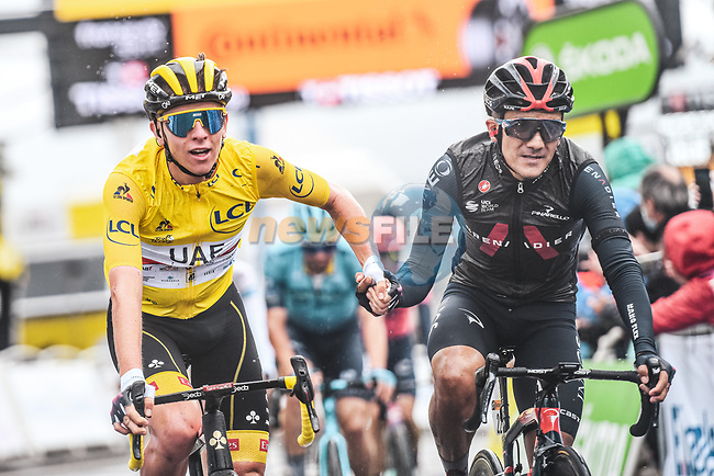 Race leader Tadej Pogacar (SLO) UAE Team Emirates and Richard Carapaz (ECU) Ineos Grenadiers sprint for the finish line at the end of Stage 16 of the 2021 Tour de France, running 169km from Pas de la Case to Saint-Gaudens, Andorra. 13th July 2021.  <br /> Picture: A.S.O./Charly Lopez | Cyclefile<br /> <br /> All photos usage must carry mandatory copyright credit (© Cyclefile | A.S.O./Charly Lopez)
