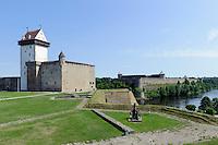Hermanns-Festung ( Hermanni linnus) 13.Jh.  und Zarenfestung Iwangorod 15.Jh. in Narva, Estland, Europa