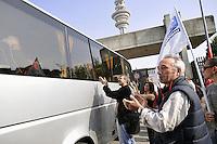 - Milan, Telecom shareholders meeting, employees protest against a total of 6,800 redundancies announced by the company<br /> <br /> - Milano, assemblea degli azionisti Telecom, i dipendenti protestano contro un totale di 6800 licenziamenti annunciati dalla società