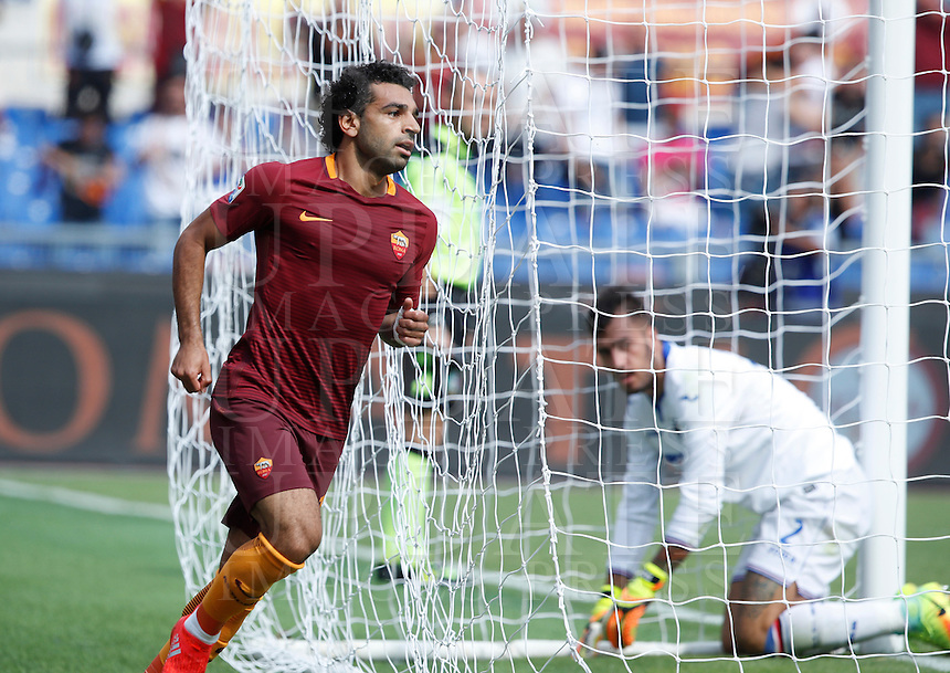 Calcio, Serie A: Roma vs Sampdoria. Roma, stadio Olimpico, 11 settembre 2016.<br /> Roma's Mohamed Salah celebrates after scoring during the Italian Serie A football match between Roma and Sampdoria at Rome's Olympic stadium, 11 September 2016. Roma won 3-2.<br /> UPDATE IMAGES PRESS/Isabella Bonotto