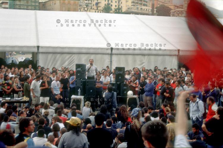 genova luglio 2001, proteste contro il g8. assemblea dei manifestanti allo stadio carlini --- genoa july 2001, protests against g8 summit. demonstrators meeting at the carlini stadium