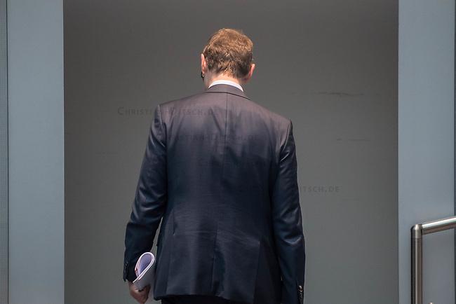 Plenarsitzung des Berliner Abgeordnetenhaus am Donnerstag den 30. April 2020.<br /> Im Bild: Der regierende Buergermeister Michael Mueller (SPD).<br /> 30.4.2020, Berlin<br /> Copyright: Christian-Ditsch.de<br /> [NUR FUER REDAKTIONELLE ZWECKE! Werbung nur auf Anfrage beim Fotografen. Inhaltsveraendernde Manipulation des Fotos nur nach ausdruecklicher Genehmigung des Fotografen. Vereinbarungen ueber Abtretung von Persoenlichkeitsrechten/Model Release der abgebildeten Person/Personen liegen nicht vor. NO MODEL RELEASE! Don't publish without copyright Christian-Ditsch.de, Veroeffentlichung nur mit Fotografennennung, sowie gegen Honorar, MwSt. und Beleg. Konto: I N G - D i B a, IBAN DE58500105175400192269, BIC INGDDEFFXXX, Kontakt: post@christian-ditsch.de<br /> Bei der Bearbeitung der Dateiinformationen darf die Urheberkennzeichnung in den EXIF- und  IPTC-Daten nicht entfernt werden, diese sind in digitalen Medien nach §95c UrhG rechtlich geschuetzt. Der Urhebervermerk wird gemaess §13 UrhG verlangt.]