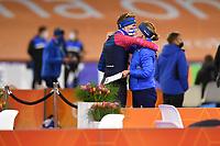 SCHAATSEN: HEERENVEEN: 01-11-2020, IJsstadion Thialf, Daikin NK Afstanden 2020, Marwin Talsma en coach en Moeder Helma, ©foto Martin de Jong
