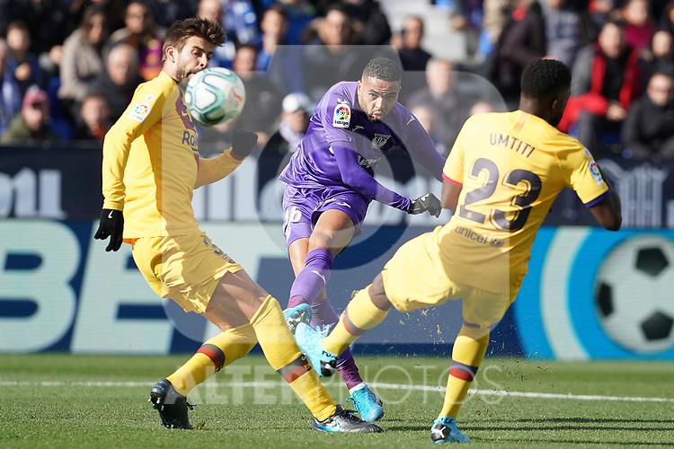 CD Leganes' Youssef En-Nesyri (c) and FC Barcelona's Gerard Pique (l) and Samuel Umtiti during La Liga match. November 23,2019. (ALTERPHOTOS/Acero)