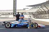Winner #30: Takuma Sato, Rahal Letterman Lanigan Racing Honda with HPD engineers