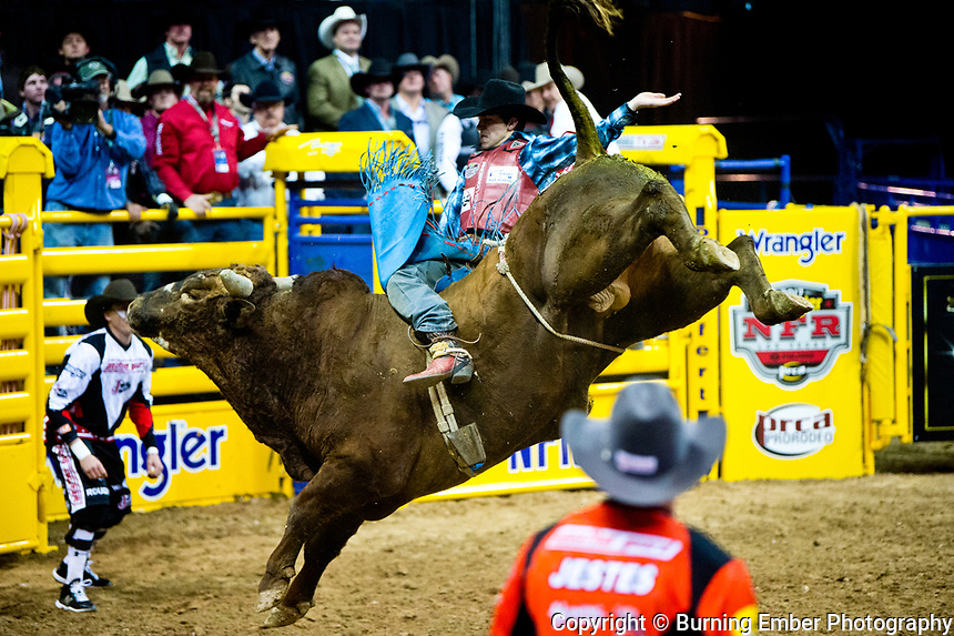 Roscoe Jarboe on Braggin Rights of Honeycutt Rodeo in the Bull Riding event during the Wrangler National Finals Rodeo 1st round December 6th, 2017.  Photo by Josh Homer/Burning Ember Photography.  Photo credit must be given on all uses.