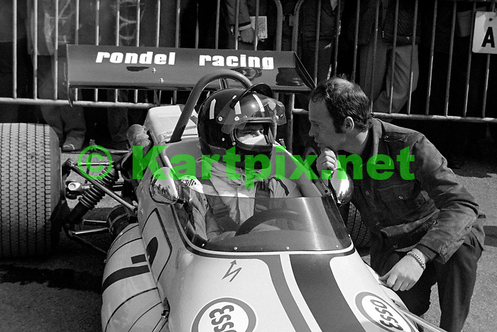 """Graham Hill talking with Peter Gethin at Thruxton in 1971<br /> <br /> XXVI B.A.R.C. """"200"""" 1971<br /> Yellow Pages - Jochen Rindt Memorial Trophy<br /> European Trophy for Formula 2 Drivers, Round 2<br /> Thruxton Circuit, Andover, Great Britain"""