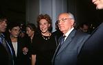 ORNELLA VANONI CON MIKHAIL GORBACIOV -<br /> COCKTAIL PARTY N ONORE DI GORBACIOV - HOTEL BAGLIONI ROMA 11-2000