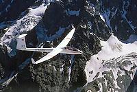 D36: EUROPA, FRANKREICH 09.02.2005:<br /> Im Jahr 1964 baute die Akademische Fliegergruppe Darmstadt, Akafieg, nach dem Entwurf von H.Friess, W.Lemke, G.Waibel, K.Holighaus aus GFK Glasfasekunststoff und Balsa Holz das erste Klappenflugzeug in GFK Bauweise, zur Verwendung kamen die Profile FX 62-K-131 und FX 60-126. Das Flugzeug hat 17,8 Meter Spannweiteund 12,8 m/2 Flügelfläche.<br /> Es wurden zwei Exemplare gebaut.  Die D36 gilt als Vorbild vieler Segelflugzeuge der Offenen Klasse.