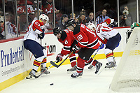 Brett McLean (Panthers) gegen Sergei Brylin (Devils)<br /> New Jersey Devils vs. Florida Panthers<br /> *** Local Caption *** Foto ist honorarpflichtig! zzgl. gesetzl. MwSt. Auf Anfrage in hoeherer Qualitaet/Aufloesung. Belegexemplar an: Marc Schueler, Am Ziegelfalltor 4, 64625 Bensheim, Tel. +49 (0) 6251 86 96 134, www.gameday-mediaservices.de. Email: marc.schueler@gameday-mediaservices.de, Bankverbindung: Volksbank Bergstrasse, Kto.: 151297, BLZ: 50960101