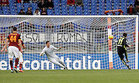 Calcio, Serie A: Roma vs Hellas Verona. Roma, stadio Olimpico, 17 gennaio 2016.<br /> Hellas Verona's Giampaolo Pazzini, right, scores the equalizer goal on a penalty kick during the Italian Serie A football match between Roma and Hellas Verona at Rome's Olympic stadium, 17 January 2016. The game ended 1-1.<br /> UPDATE IMAGES PRESS/Isabella Bonotto