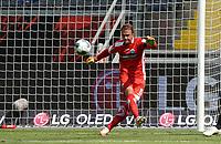 Torwart Leopold Zingerle (SC Paderborn 07)<br /> - 27.06.2020: Fussball Bundesliga, Saison 19/20, Spieltag 34, Eintracht Frankfurt vs. SC Paderborn 07, emonline, emspor, Namen v.l.n.r. <br /> <br /> Foto: Marc Schueler/Sportpics.de/Pool <br /> Nur für journalistische Zwecke. Only for editorial use. (DFL/DFB REGULATIONS PROHIBIT ANY USE OF PHOTOGRAPHS as IMAGE SEQUENCES and/or QUASI-VIDEO)