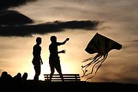 BOGOTÁ - COLOMBIA, 26-08-2018:Hoy fué el último domingo del mes de Agosto cuando los vientos elevaron las cometas que unieron el cielo con la tierra para mujeres y hombres.Parque Simón Bolivar./Today was the last Sunday of the month when the winds raised the kites that united the sky with the earth. Photo: VizzorImage / Felipe Caicedo / Satff
