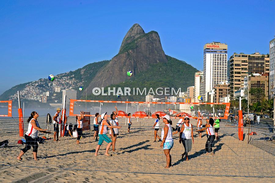 Jogo de volei na Praia de Ipanema. Rio de Janeiro. 2008. Foto de Ricardo Azoury.