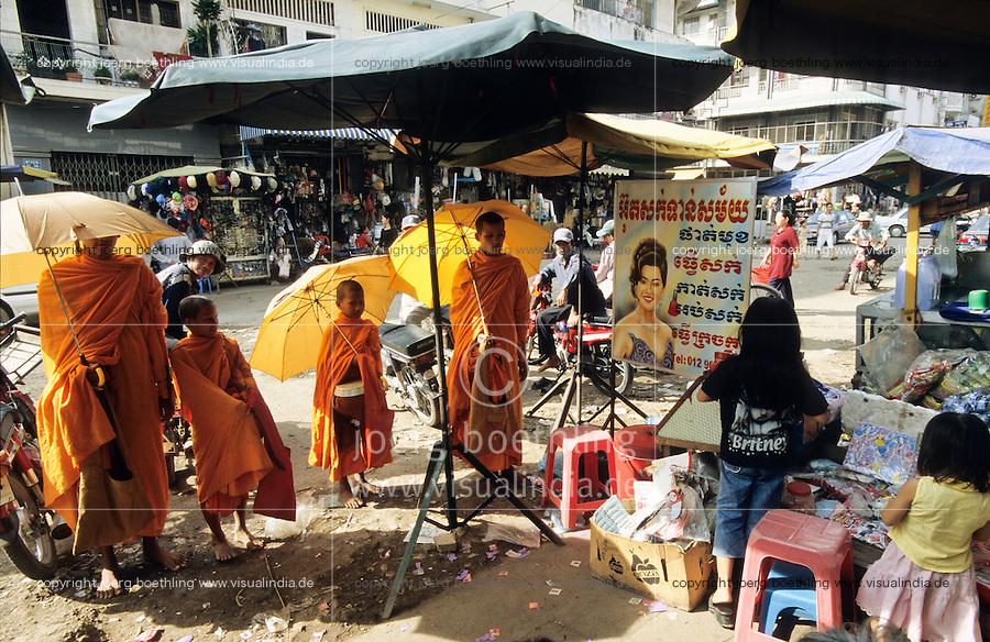 CAMBODIA, Phnom Penh, buddhist monks collecting alms